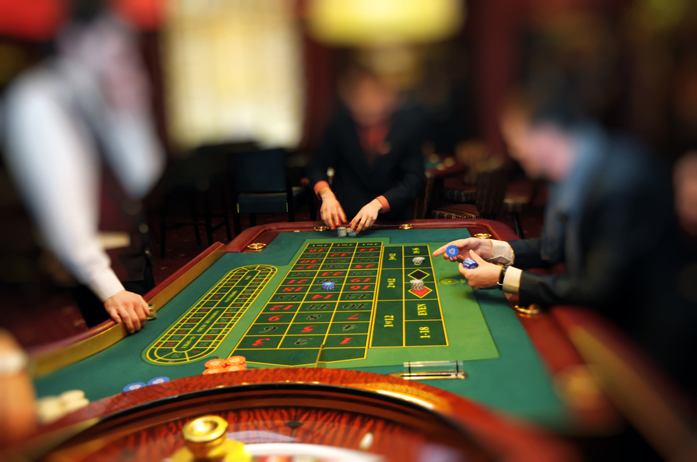 blue-spark-event-design-casino-roulette-table